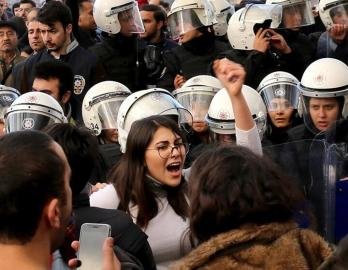 women protest turkey lastesis