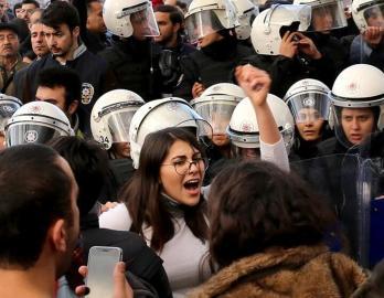 women protest turkey lastesis
